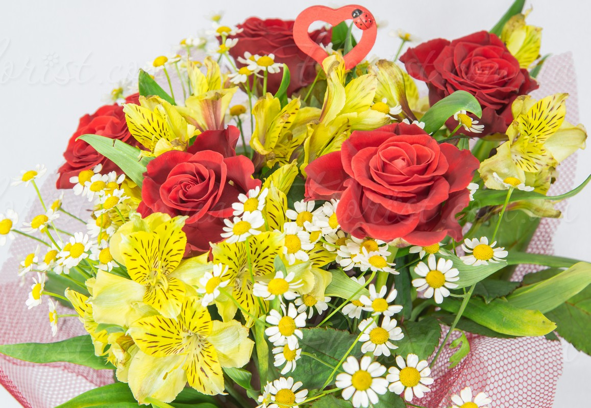 Send Pleasant Tidy Bouquet Will Help Express Your Feelings Roses