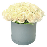 Arrangement of white roses Pearl of Beauty - view more